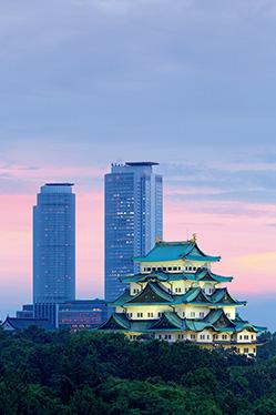 JRセントラルタワーと名古屋城