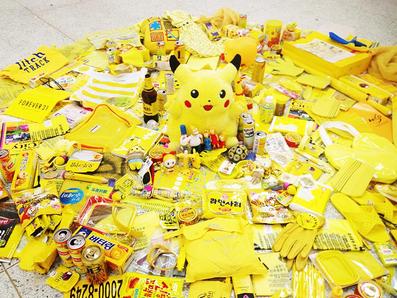 ソウルの美術大学での個展の一部。馴染み深い黄色もちらほら