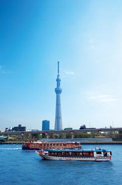 東京スカイツリーと水上バス