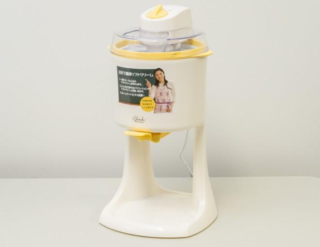 「ソフトクリームメーカー Blanche」本体。サイズも小ぶりで家庭用にぴったり。