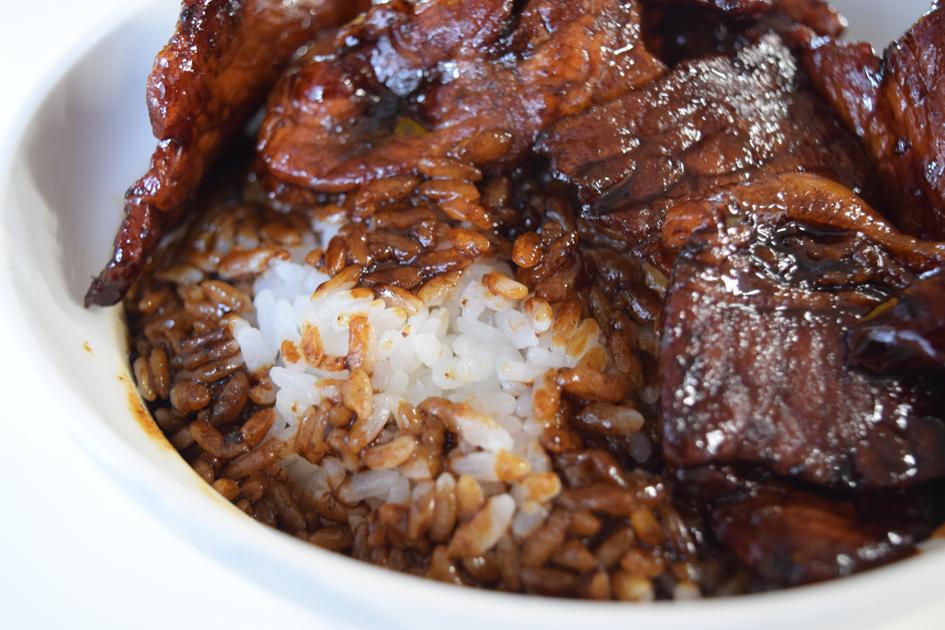 タレはとろみたっぷりなので、丼の底に落ちず、ほどよくご飯に絡んでいます。
