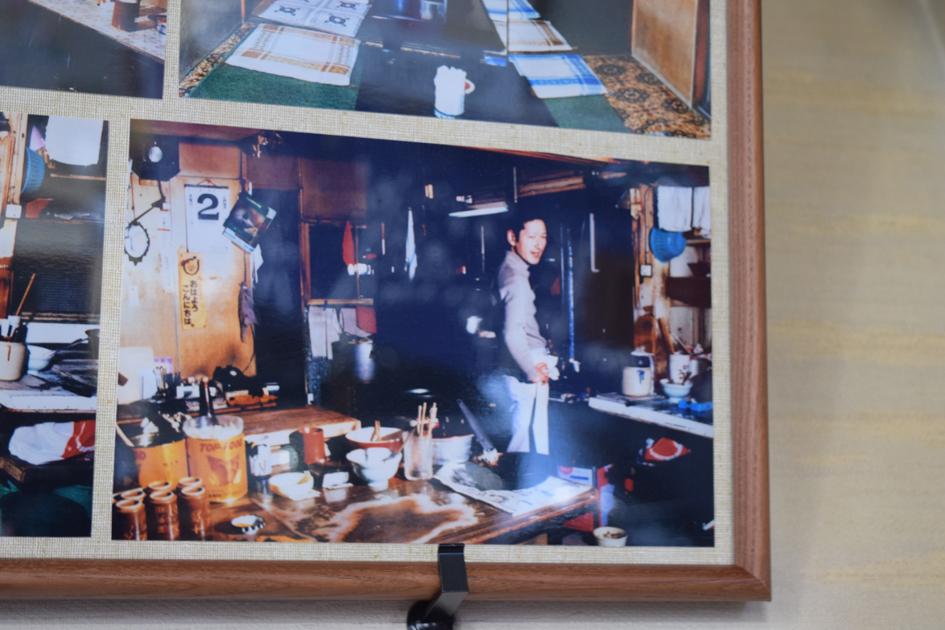 若い頃の熊谷さん。現店舗の前のお店で撮られた写真。