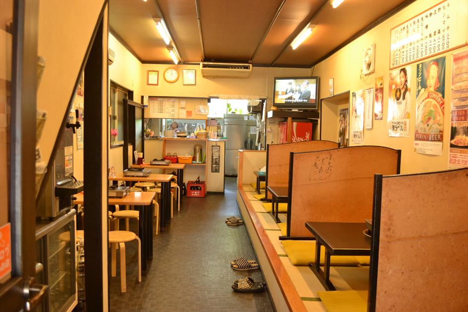 親しみやすい雰囲気の店内。こちらは創業時からある部屋ですが、隣接する離れには座敷席メインの部屋も。