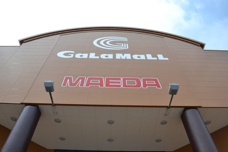 大型ショッピングセンター「ガーラモール」内にあるマエダ。