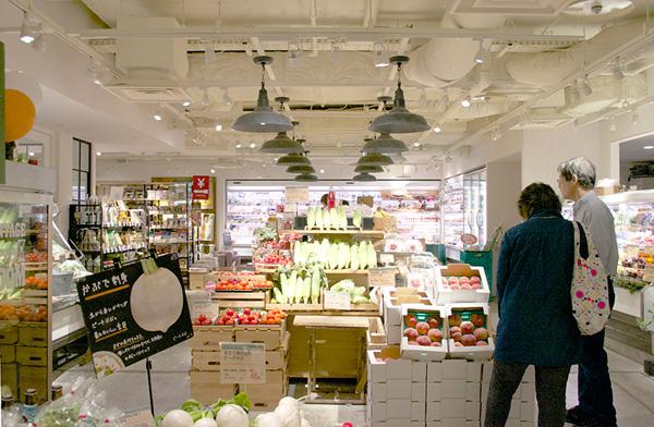 お店に入るやいなや、色とりどりの野菜がお出迎え。