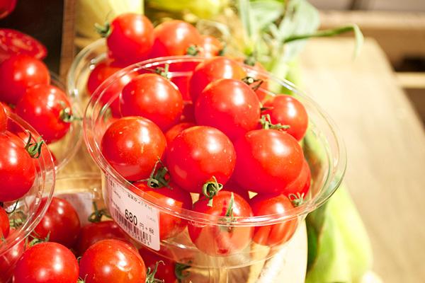 お店で一、二を争う人気野菜、「みつトマト」。