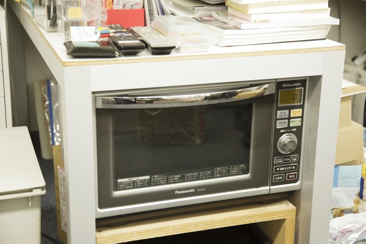 家庭用のオーブン。森井さんの作品は低温で焼くことが多いため、家庭用でないとかえってできないそう。