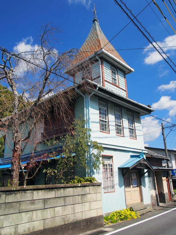 海外などに茶を輸出していた藤枝製茶貿易の元社屋。茶業全盛の時代の名残です。