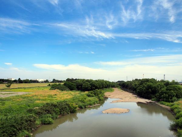 川島町の西を流れる越辺川(おっぺがわ)。四方を川で囲まれ、農業が盛んな土地です。