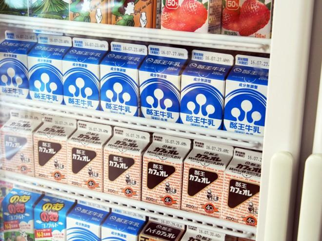 酪王カフェオレも店内で販売されています。ミルクとコーヒーの甘く濃厚な味わいが特長。
