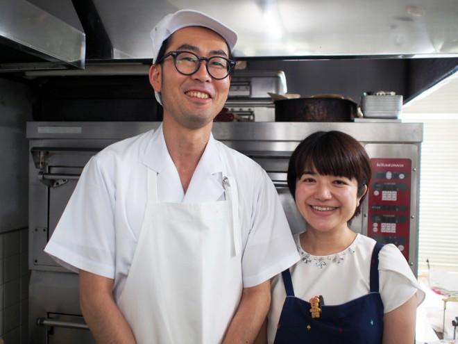 三代目夫妻の吉田明弘さんと大友和子さん。