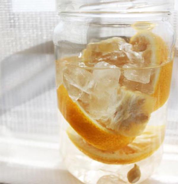 このように、一番下に氷砂糖を入れ、その上にゆずを重ねると、熟成が進みやすくなります。