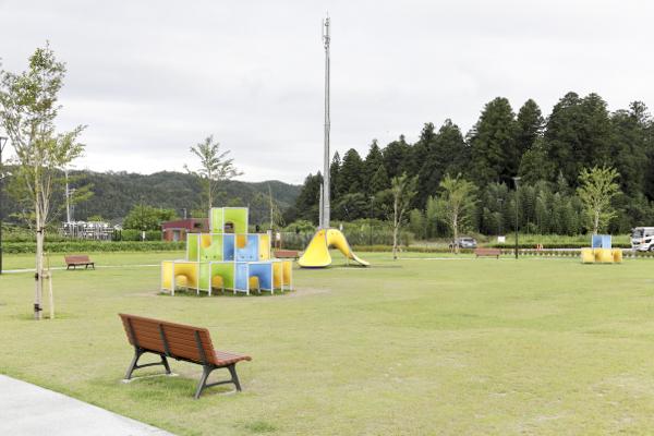 休日になれば、走り回る子どもたちでいっぱいになるという広場。