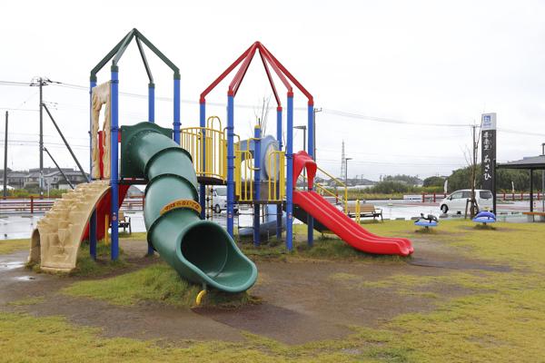 訪れた日はあいにくのお天気でしたが、晴れた日には子どもたちが溢れる遊具施設。