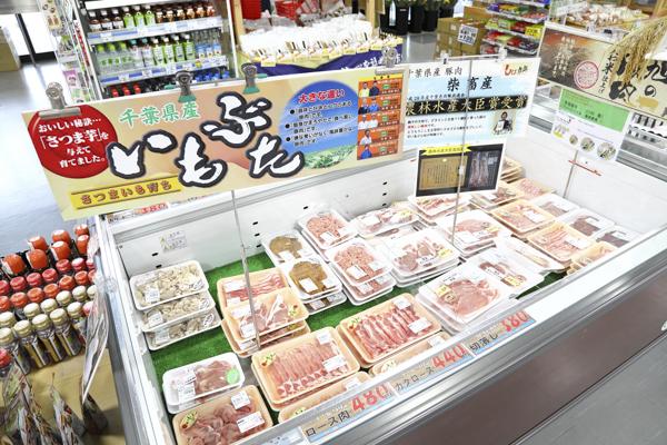千葉県食肉公社が市内にある影響で豚肉の生産は県内1位、全国でも4位。ブランド豚の「いもぶた」が人気。