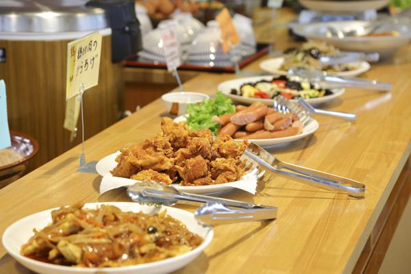 和食を中心とした様々な料理が30種類ほど日替わりで並ぶ。
