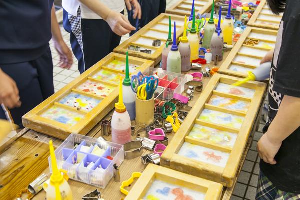 世界に一枚だけの和紙絵はがきは、旅の思い出作りにピッタリ。