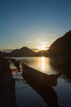 長良川と鵜舟(うぶね)