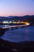 東名高速道路と浜名湖