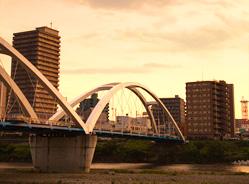 「あゆみ橋」と厚木市街