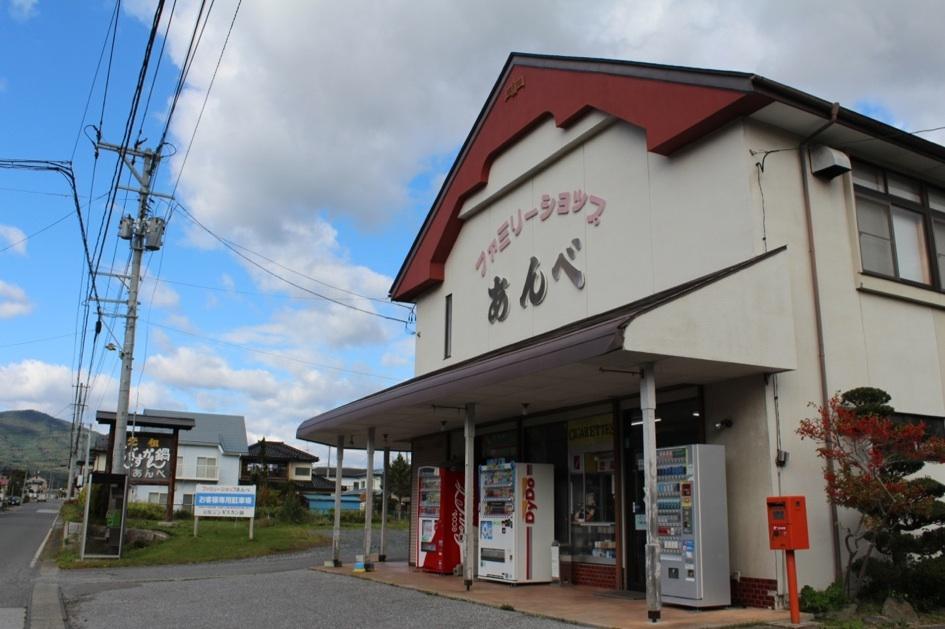 お店の場所は遠野駅から歩いて10分ほど。住宅地の中にあり、地元の人が多く訪れます。