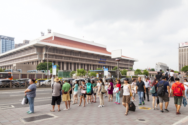 巨大な台北駅。複数の路線が乗り入れる、まさにメインステーション。