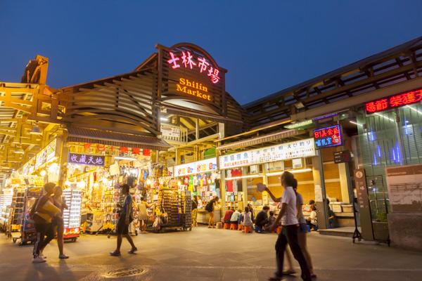 2011年にリニューアルされた士林市場。トイレもあるのでここを起点に夜市を探索するのがオススメです。