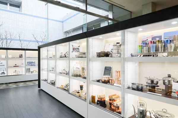 企業を代表する製品や高度な技術の説明などが展示されています。
