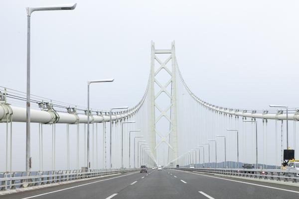 神戸市内から明石海峡大橋を渡り、淡路島に上陸です。