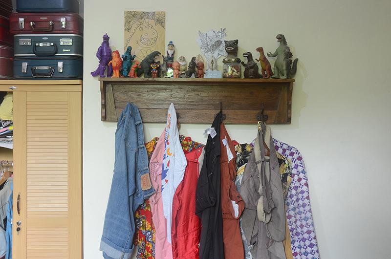 フランシスさんの大好きな「カイジュウ」コレクションの一部。