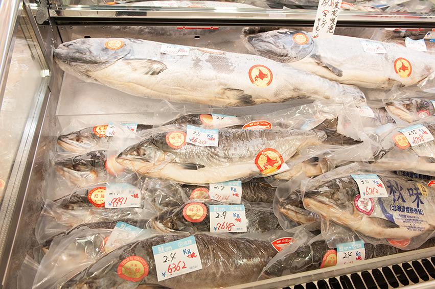 北海道産サーモン。大物はなんと5万円以上値が付くものも。