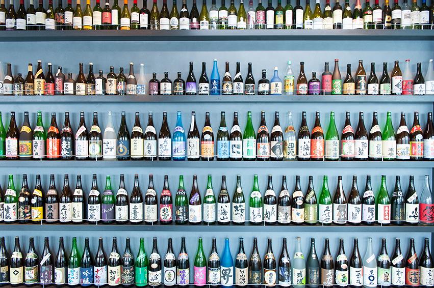 壁一面に並んだお酒の数々。圧巻です。